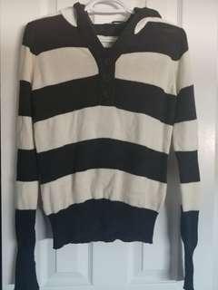 Women's hooded sweater (medium)