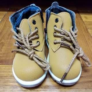 泥黃色兒童小短靴 baby boots