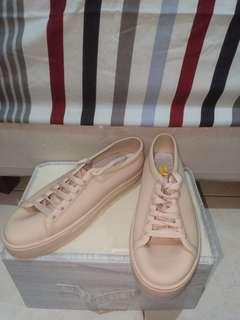 Sepatu bahan silikon