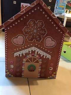 🚚 Gingerbread house with storage