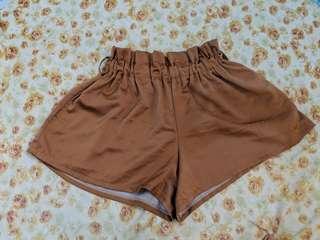 Highwaist garterized shorts