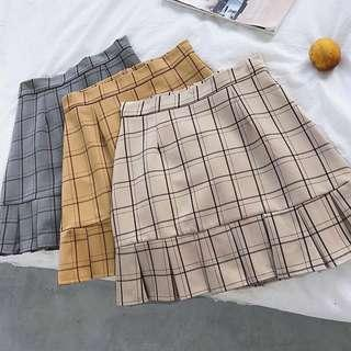 🚚 Outline Plaid Skorts in Khaki