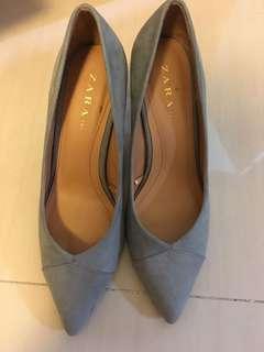 🚚 Zara 豆沙灰高根鞋