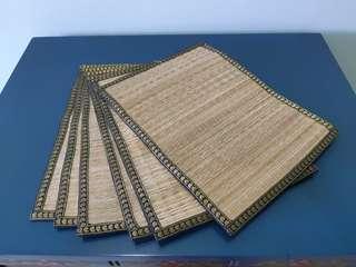 🚚 Straw table mat