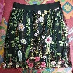 Skirt 綉花半截裙