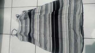 Dress motif garis