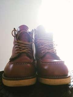 Red wing moctoe