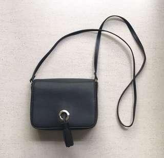 SALE❗️Black tassel sling bag