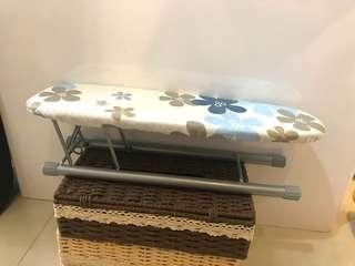🚚 可折疊式燙衣板 (foldable ironing board)