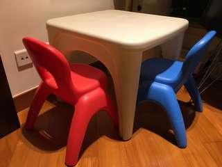 兒童膠枱及椅子