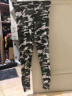 Legging army berloreng