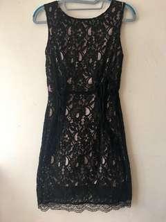 黑色蕾絲背心連衣裙
