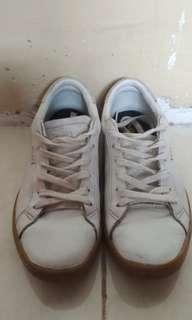 Sepatu Keds White