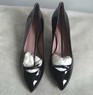gucci 黑色漆皮低踭鞋