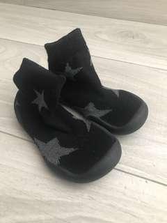 Soft base baby sock shoes