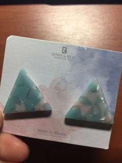 🚚 三角大理石耳環