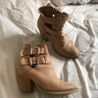 TONY BIANCO BROWN ANKLE BOOTS - 6
