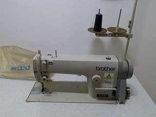 🚚 Brand New Sewing Machine!! Good for business / personal use, tailoring. Good deal!! Grab now!!
