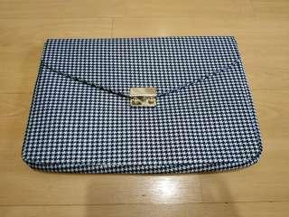 🚚 BN laptop file sleeve 16 inch black amd white pattern