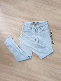 🚚 pull & bear light washed denim skinny jeans