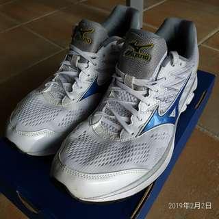 白色 Mizuno 小著,清鞋櫃,Eur 43 , waverider 20