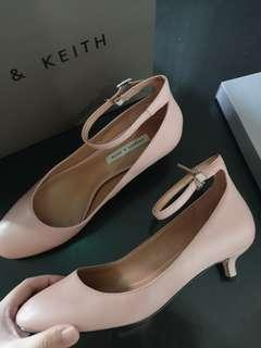 🚚 Charles and Keith pink nude heels