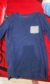 Baju kaos lengan panjang warna biru tua
