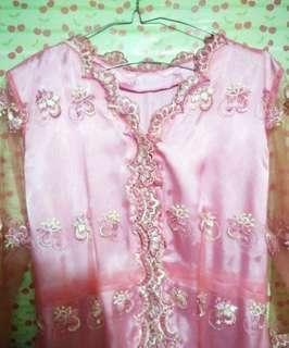 Kebaya warna pink