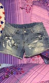 🚚 Low waist snoopy denim shorts!