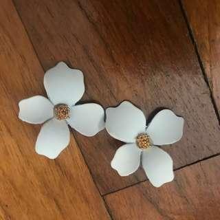 🚚 Floral Earrings