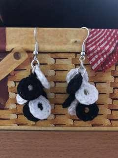 🚚 Black and white earring #1