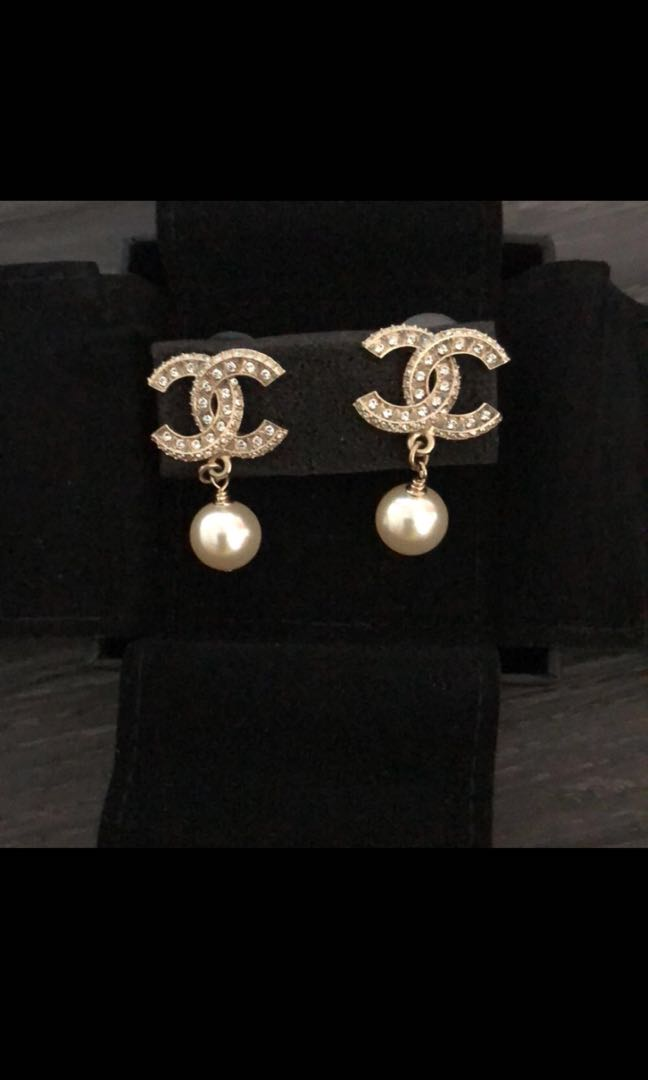 d20f00559 💯 Authentic Chanel Crystal & Pearl Dangling Earrings, Women's ...