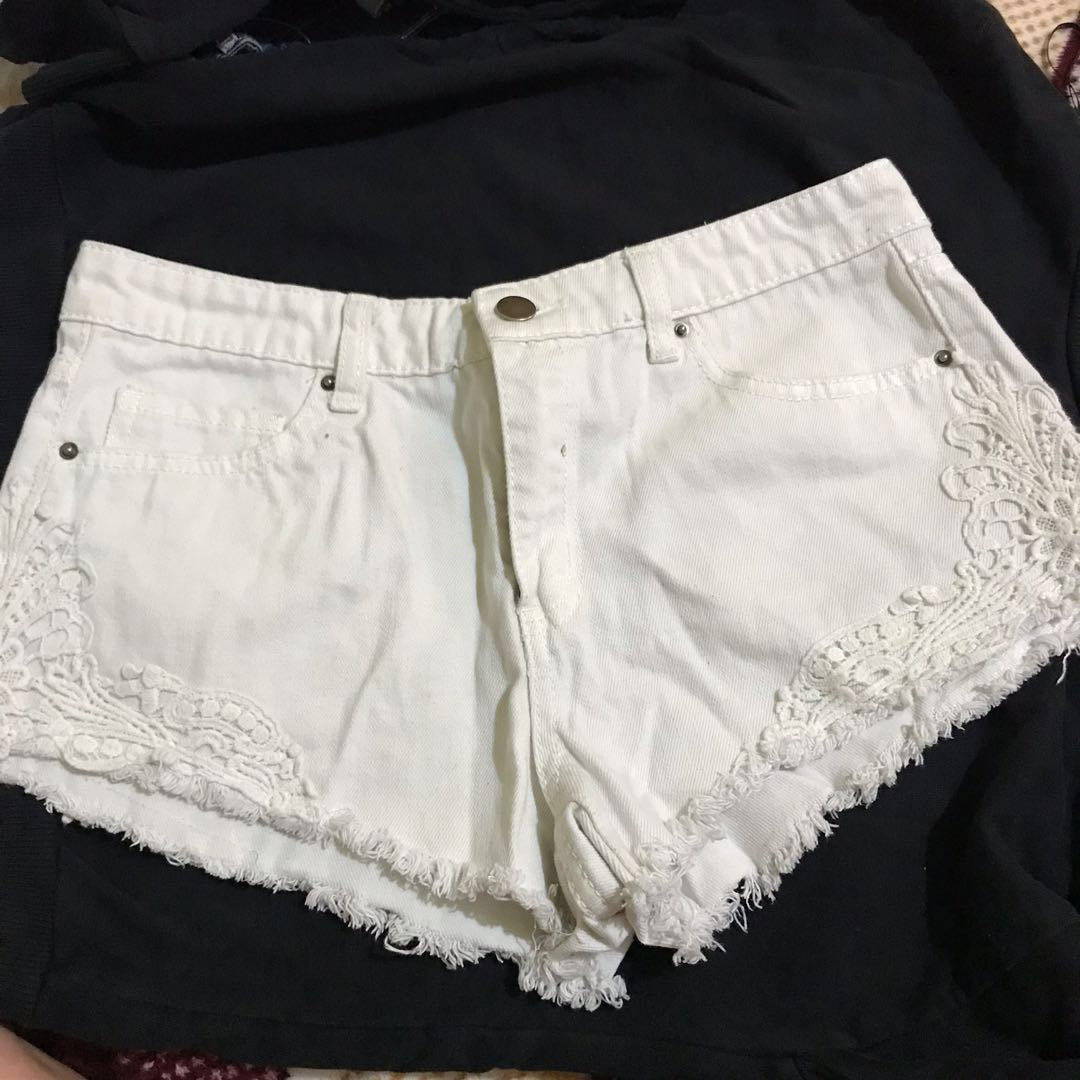 75aa42d35821d Forever 21 White Shorts, Women's Fashion, Clothes, Pants, Jeans ...