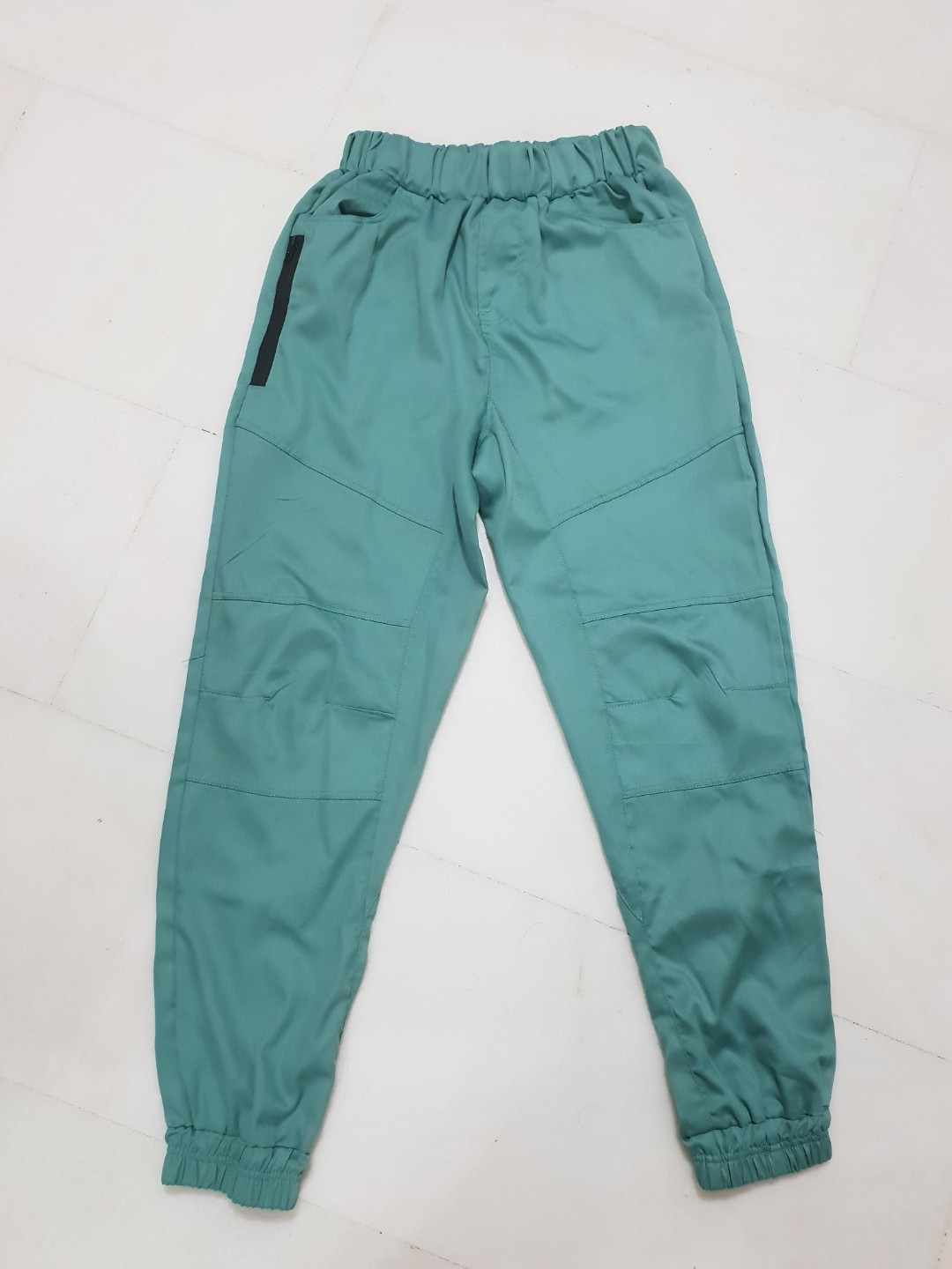 d7126e6a79 Unisex jogger carrot pants, Men's Fashion, Clothes, Bottoms on Carousell