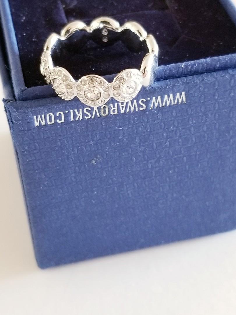 Valentine's perfect gift. Swarovski Flower Ring size 6.5