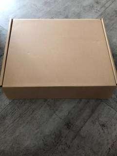 🚚 Box L39xW32xH9cm