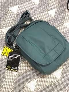 Pacsafe LS200 Sling Bag
