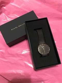 DW全新黑鋼手錶