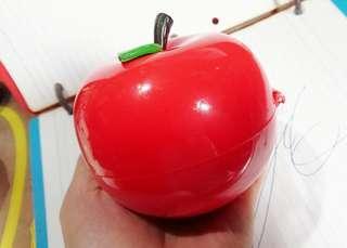 我是一個大蘋果又香又甜又好食,70年中期,懷舊蘋果時計座枱鐘,時鐘運作正常保存至今,合懷舊收藏迷收藏。
