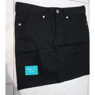Rok semi jeans hitam