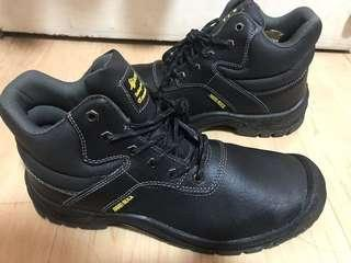 Safety shoes/boots (steel toe) brandnew