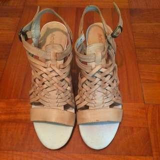 全新 真皮 米色 木底船跟高跟 編織 涼鞋