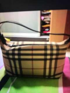 🚚 AUTHENTIC burberry handbag