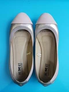Size 38 THE LITTLE THINGS SHE NEED (TLTSN)