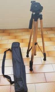 🚚 Camera Tripod