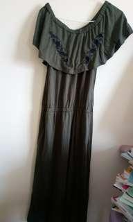 🚚 墨綠露肩長裙