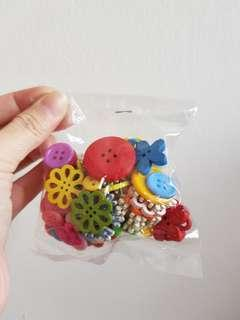 🚚 [INSTOCK] Small bag of buttons flowers