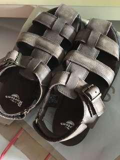 🚚 Dr Martens boy sandals