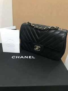 Chanel mini chevron black with GHW!