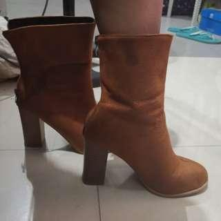 Brown Boots SIZE 7 winter autumn